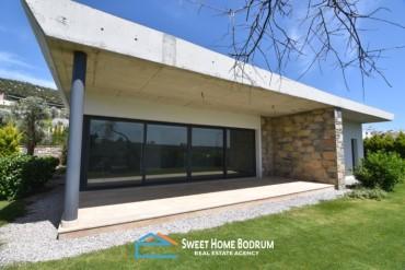 Bodrum  Konacık'ta satılık site içinde özel bahçesi tek katlı villa