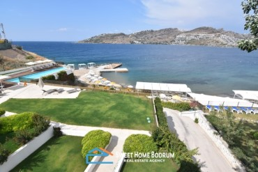 Spacious apartment for sale, seafront, with sea view