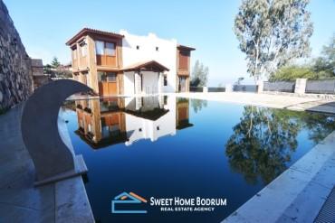 Yalıkavak Gökçebel'de Satılık 6+2 Özel Bahçe ve Havuzlu, Manzaralı Villa