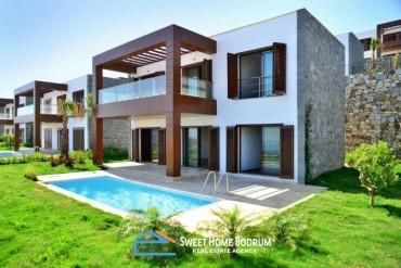 Deniz manzaralı, özel havuzlu ve özel bahçeli satılık dubleks villa