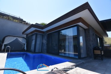 Bodrum Bağla'da Satılık Denize Yakın, Özel Bahçeli ve Havuzlu Villa