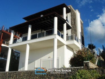 BODRUM, GUNDOGAN TRIPLEX FOR SALE