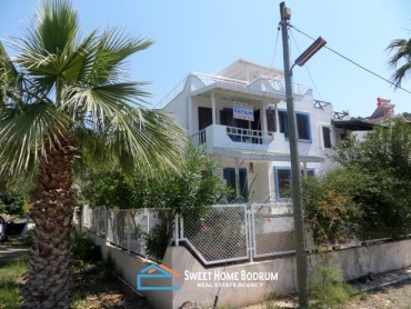 Bodrum, Gumusluk 3+1 villa for sale with private garden
