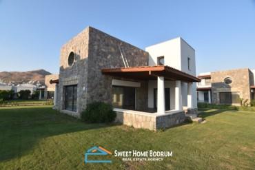 Bodrum Turgutreis'te satılık denize 300 metre, site içinde dubleks villa