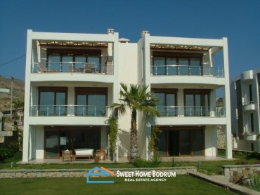 YALIKAVAK BODRUM, 2+1 2nd FLOOR APARTMENT IN A SEAFRONT HOUSING COMPLEX