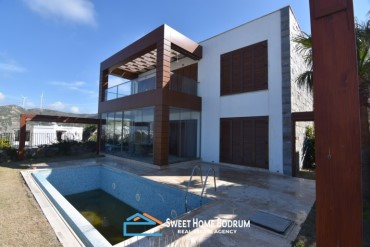 VILLAS WITH SEA VIEW AND PRIVATE POOL