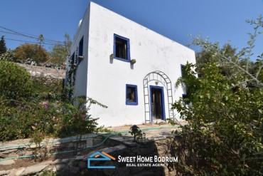Bodrum Yalıkavak'ta satılık eski taş köy evi ve bahçesi