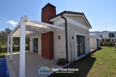 Detached villa for sale at acentral location in Yalikavak