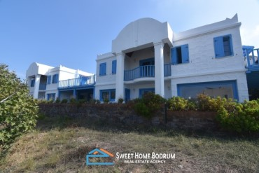 Bodrum, Yalikavak Luxurious villa for sale, with sea view, very close to the seaside