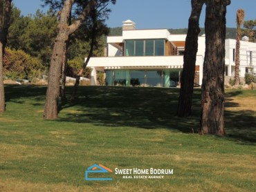 5+1 VILLA IN TORBA IN A SEAFRONT HOUSING COMPLEX