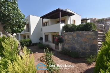 Gökçebel'de site içinde özel bahçeli satılık dubleks villa