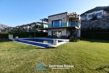 Bodrum Gümüşlük'te Özel Bahçe ve Havuzlu, 5+2 İskeleli Villa