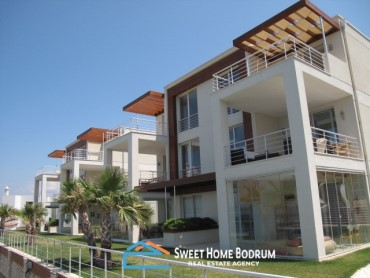 GUNDOĞAN BODRUM, LUXURIOUS FLAT WITH STUNNING SEA VIEW IN A HOUSING COMPLEX