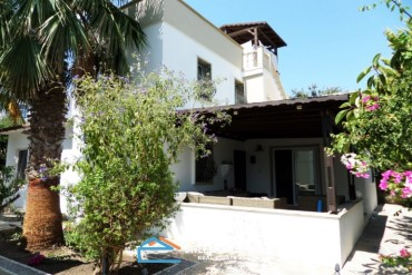 Bodrum Gumusluk 3+1 villa for sale, close to the beach