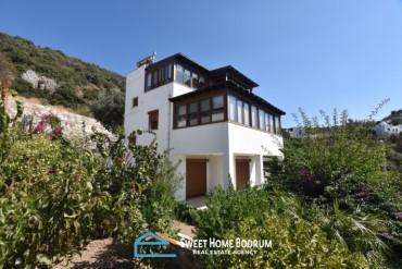 Bodrum Yalıkavak'ta satılık müstakil, deniz manzaralı 3+1 dubleks villa