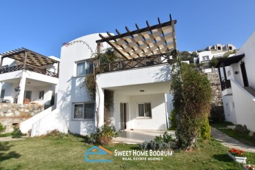 Bodrum, Gumusluk 2+1 top floor and garden floor apartments for sale
