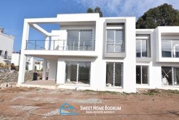 Turgutreis, 3+1 new built top floor and garden floor apartments for sale