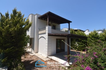 Detached villa for sale located near to the centre of  Yalikavak with nature view