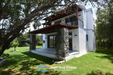 Bodrum Yalıkavak'ta denize yürüme mesafesinde özel geniş bahçeli villa