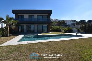Bodrum Gümüşlük'te Özel Bahçe ve Havuzlu, Deniz  Manzaralı Villa