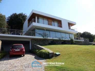 5+1 VILLA IN YALIKAVAK, SEA VIEW AND PRIVATE GARDEN