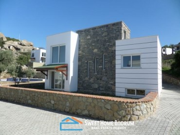 3+1 VILLA WITH PRIVATE GARDEN IN YALIKAVAK, GOKCEBEL