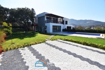 Bodrum Yalıkavak'ta Satılık Müstakil Bahçeli Havuzlu Villa